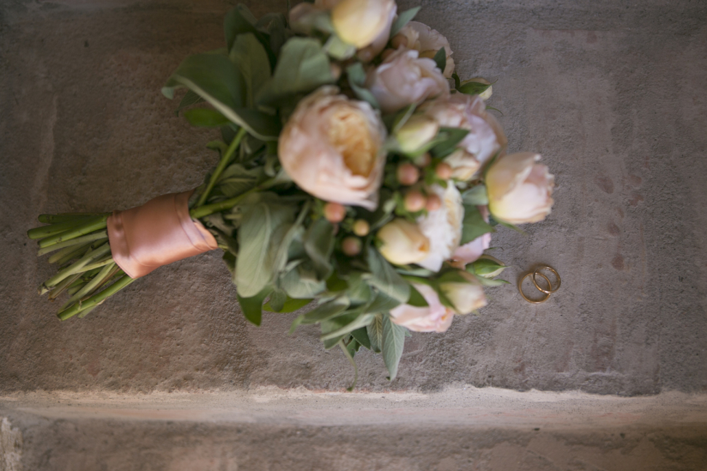 bouquet rose inglesi color pesca anaphalis