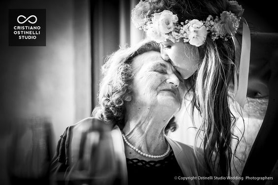 sposa che bacia la nonna anaphalis