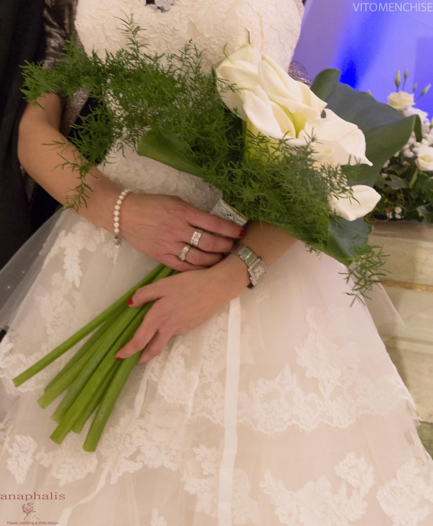 Francesca di Anaphalis ed il suo bouquet di tulipani bianchi