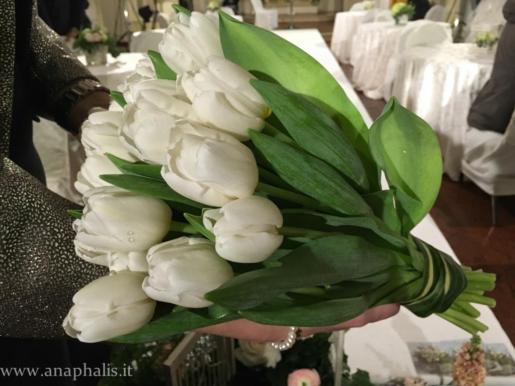 bouquet_tulipanibianchi_anaphalis