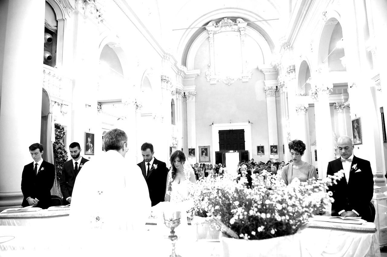 Come allestire la chiesa per il tuo matrimonio: 2 esempi creativi ed originali
