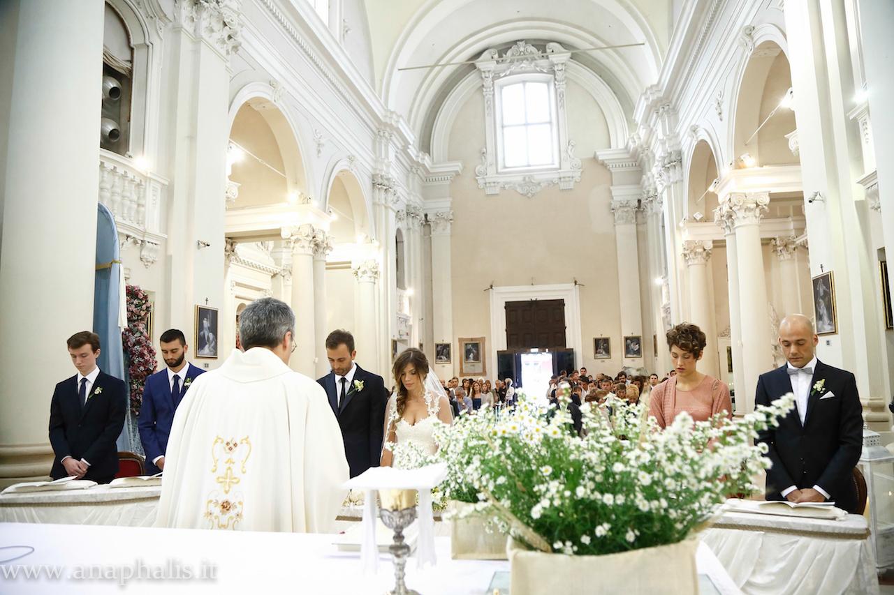 Preferenza Come allestire la chiesa per il tuo matrimonio: 2 esempi creativi QS83